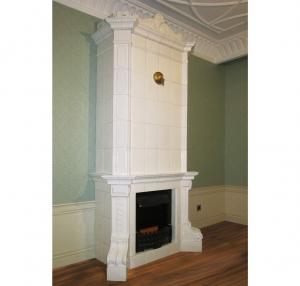 Камин с электрическим нагревом, отделанный в классическом стиле